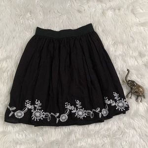 Beautiful S Black Lined Skirt w Floral Embroidery